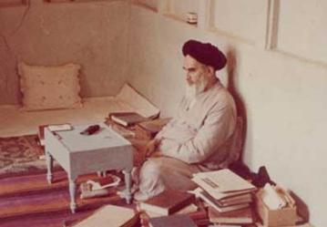 هل تستند نظرية الفقيه التي طرحها الإمام الخميني(قدس سره) على دلائل وبراهين عقلية؟