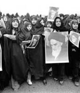 المرأة في الصف الأول للثورة