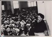 الامام الخميني بعد التحرير من السجن في قم