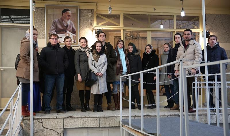 عدد من الطلبة الروس يزورون جماران