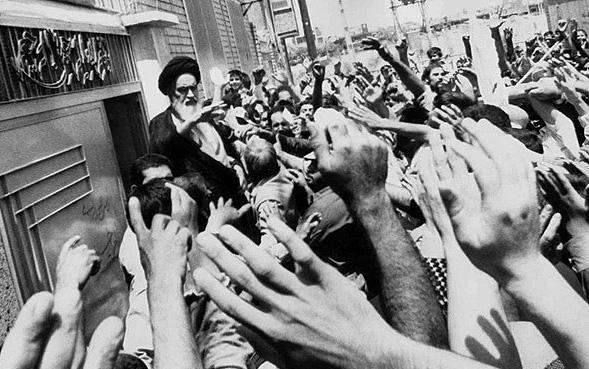باحث عراقي: الثورة الاسلامية أتت في مرحلة کان الاسلام بحاجة نهضة ضدّ الاستكبار