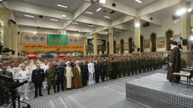 تحديد يوم الجيش من قبل الإمام الخميني واحداً من أفضل وأذكى الإجراءات التي قام بها سماحته