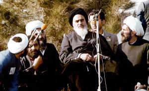 زیارة الامام الخمینی لمراقد الشهداء الابرار