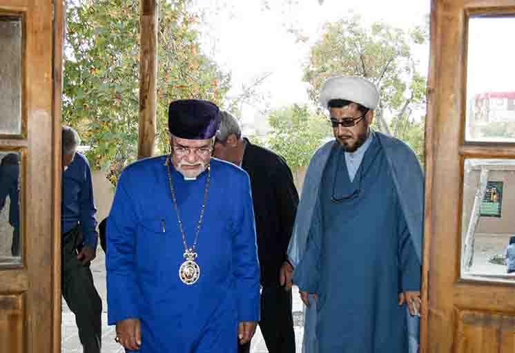 Christian leader of Armenian community visits Imam Khomeini's ancestral home