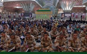 """حرم امام خمینی(رح) میں """" محفل انس با قرآن """" کی نشست میں تہران بین الاقوامی قرآنی ٹورنامنٹ کے شرکاء نے شرکت کی /۲۰۱۷ء"""